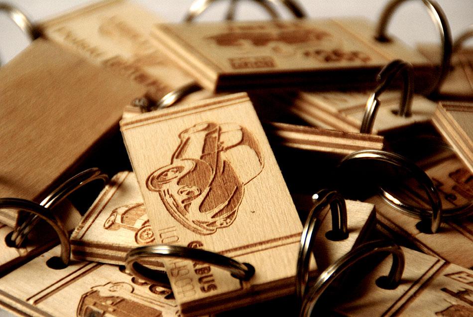 Breloczki na klucze drewniane drewno czasy PRL2