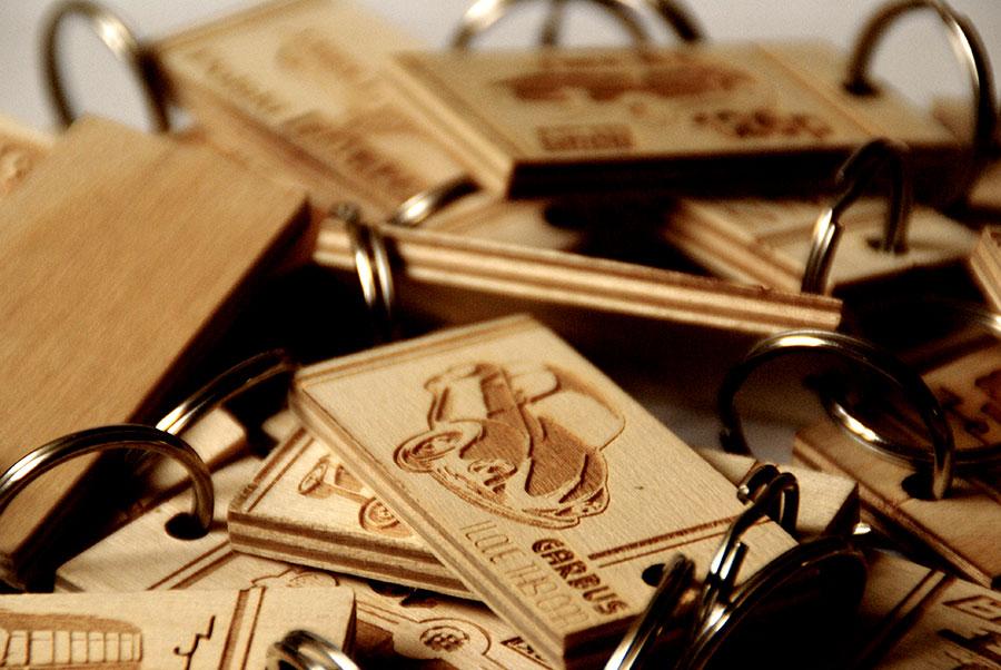 Breloczki na klucze drewniane drewno czasy PRLu