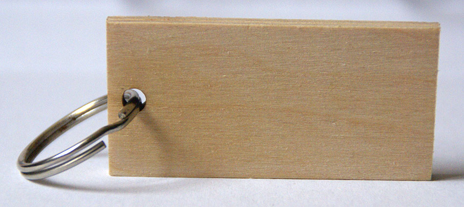 brelok z drewna tylna strona